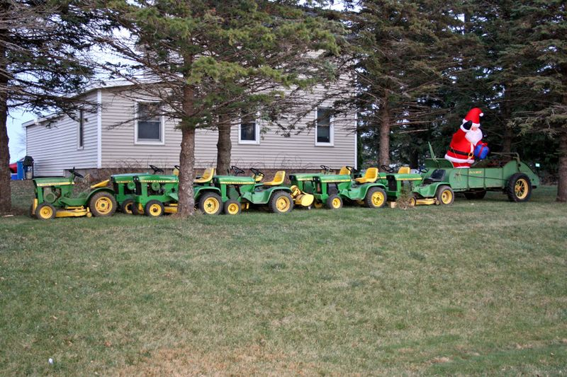 Look Santa A Blow Up His Sleigh An Old John Deere Manure Spreader Stylish Eh And 8 Tiny Reindeer Rudolph Lawnmowers