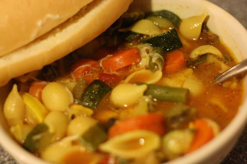 Minestrone and bolillo roll
