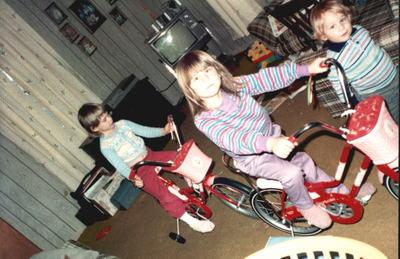 Jen_and_michelle_strawberry_bikes